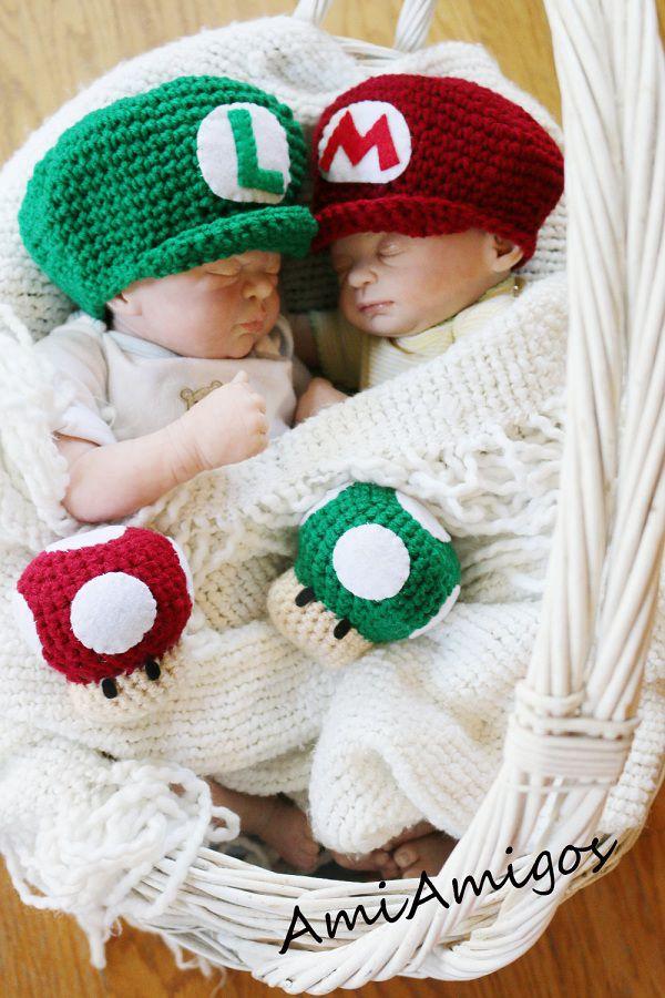 Bonnets Mario et Luigi + peluches Super Champignon et Champignon 1 UP