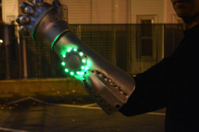 cyber-arm-cosplay-dr-doom-fatalis-marvel [650 x 433]