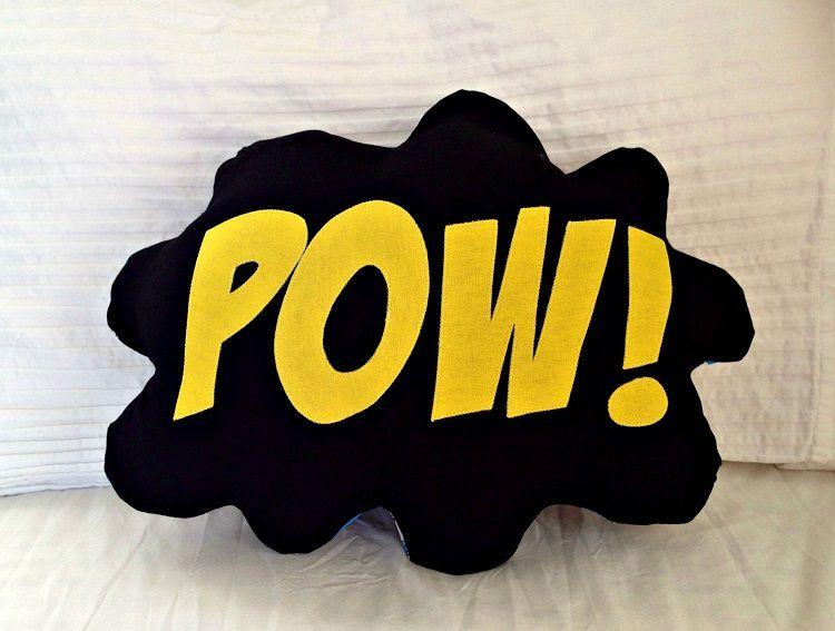 coussin-super-hero-bam-zap-pow-marvel-dc-comics [750 x 567]