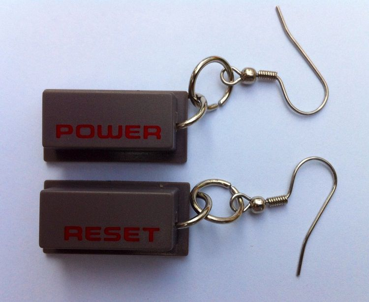 boucles-oreilles-nintendo-NES-bouton-power--reset-console [750 x 613]