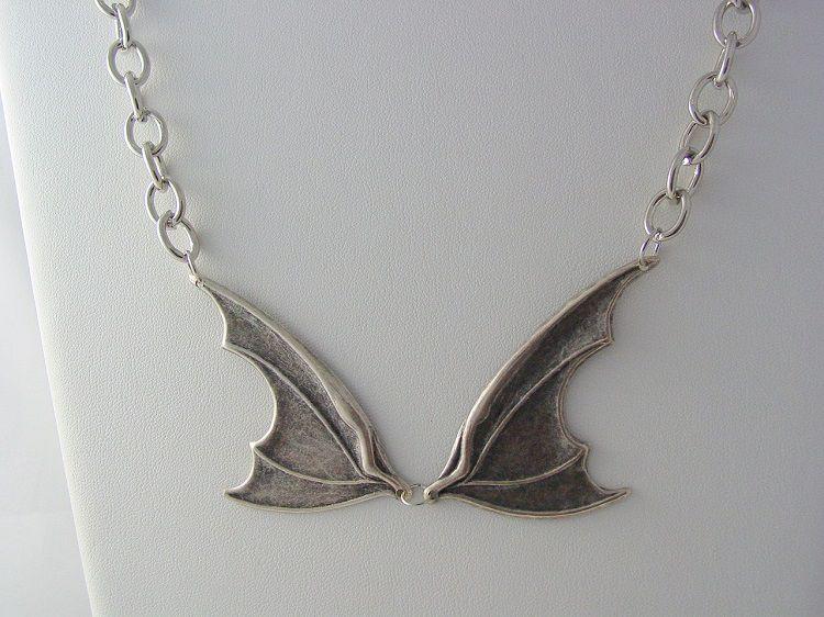 collier-pendentif-claudia-warehouse-13-bat-wing [750 x 562]