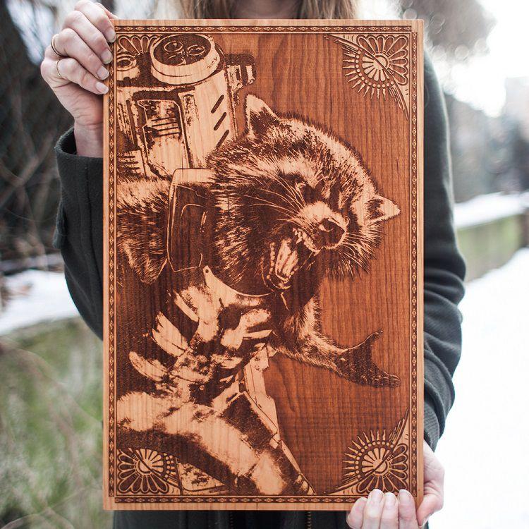 spacewolf-gravure-bois-tableau-rocket-raccoon-marvel [750 x 750]