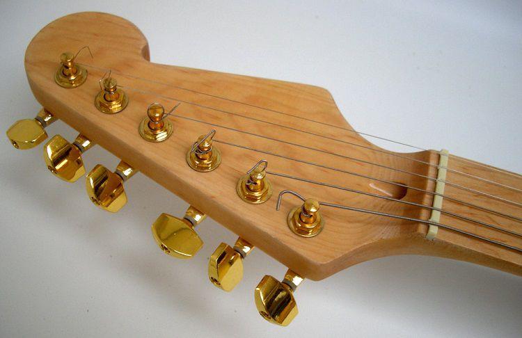 star-wars-guitare-c3po-2 [750 x 486]