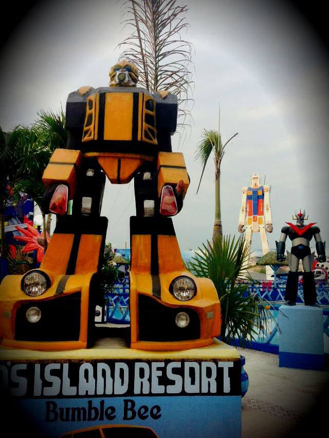 jeds-island-resort-statue-bumblebee [640 x 852]