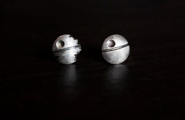 star-wars-boucles-oreilles-etoile-noire-mort-death-earrings [700 x 455] (1)