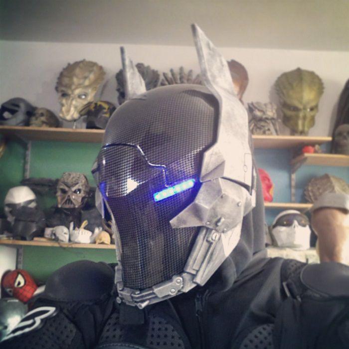 batman-masque-arkham-knight-cosplay [700 x 700]