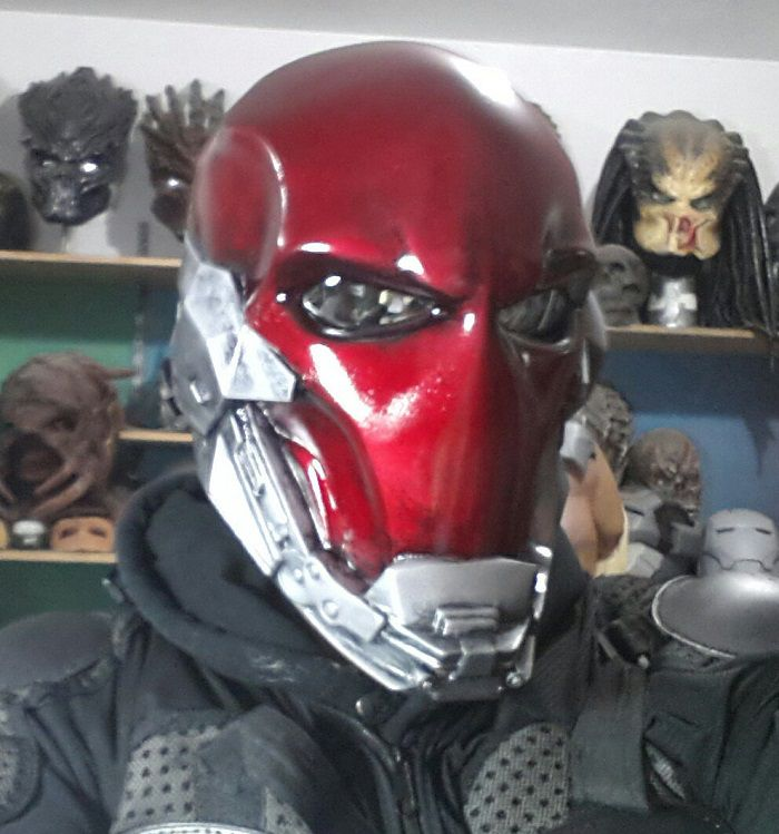 red-hood-masque-cosplay [700 x 749]