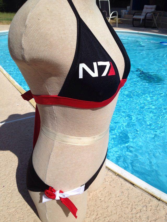 maillot-bain-mass-effect-n7-bikini-gaming [640 x 853]