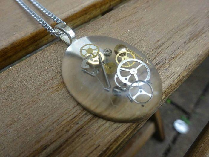 pendentif-steampunk-ovale-2 [700 x 525]