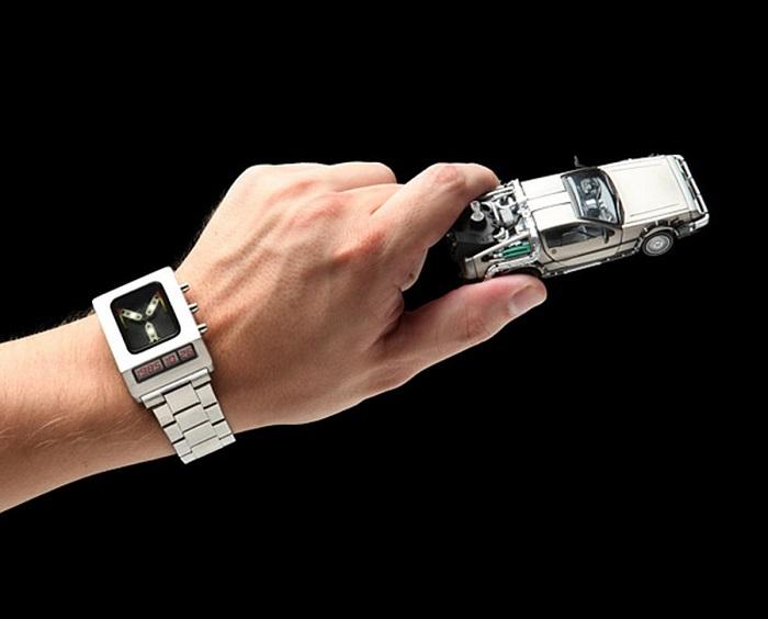 montre-flux-capacitor-retour-vers-le-futur-delorean [700 x 564]