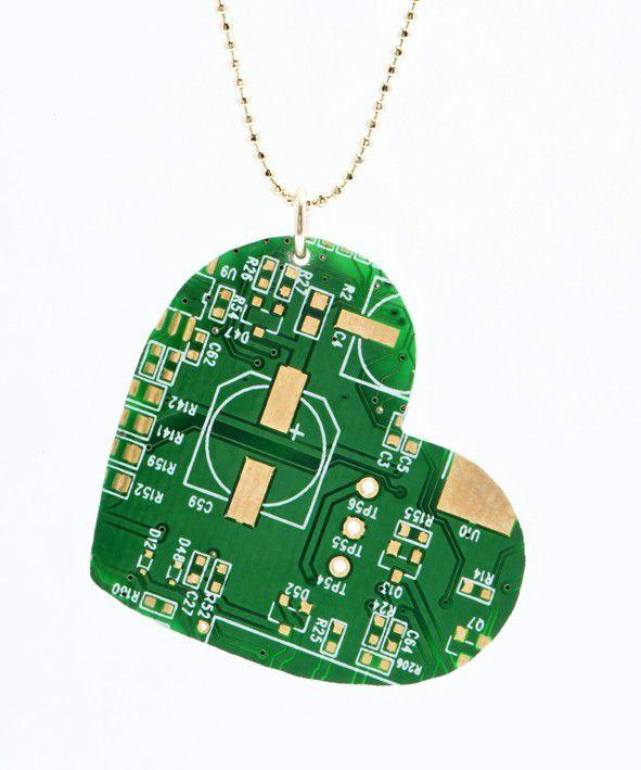 pendentif-circuit-imprime-ordinateur-coeur [591 x 709]