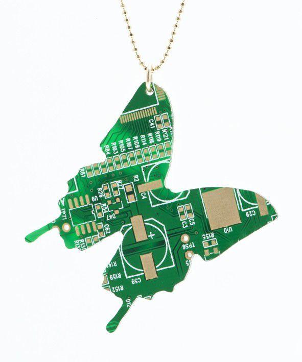 pendentif-circuit-imprime-ordinateur-papillon [591 x 709]