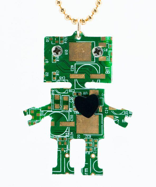 pendentif-circuit-imprime-ordinateur-robot [591 x 709]