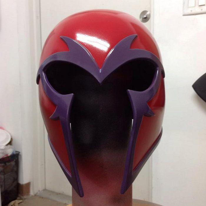 casque-magneto-cosplay-rouge [700 x 700]