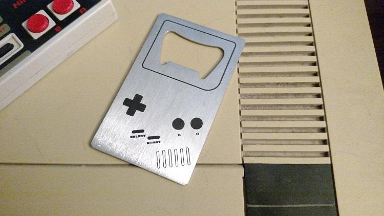 game-boy-decapsuleur-nintendo-console-ouvre-bouteille [750 x 422]