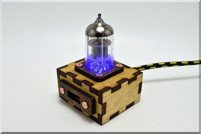 hub-usb-steampunk-tube-pentode-bleu [700 x 466]