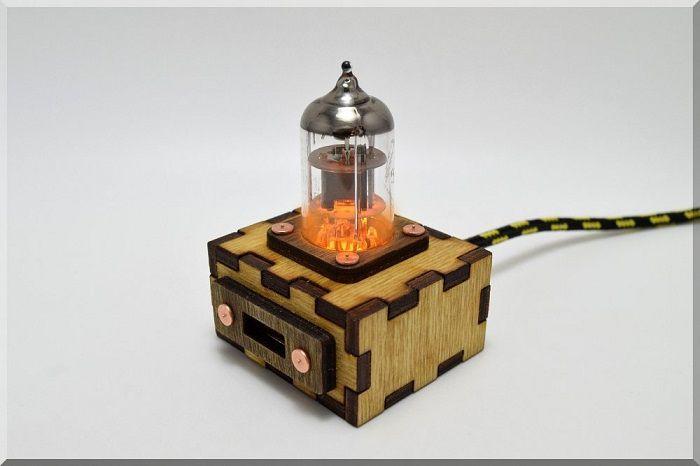 hub-usb-steampunk-tube-pentode-orange [700 x 466]