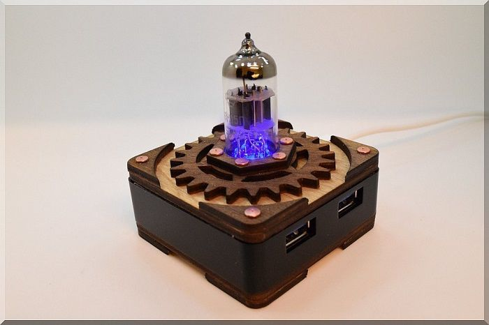hub-usb-steampunk-tube-triode-bleu-4-ports [700 x 466]