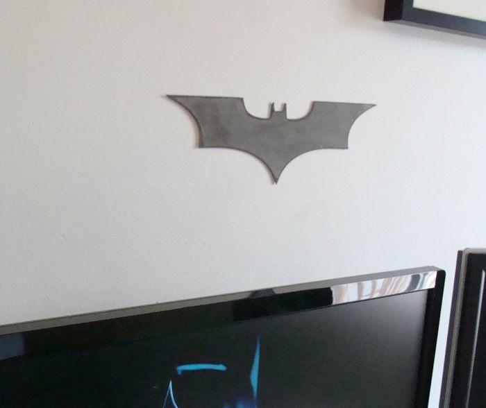 batman-dc-comics-logo-dark-knight-panneau-mural-metal-acier-plaque-decoration [700 x 588]