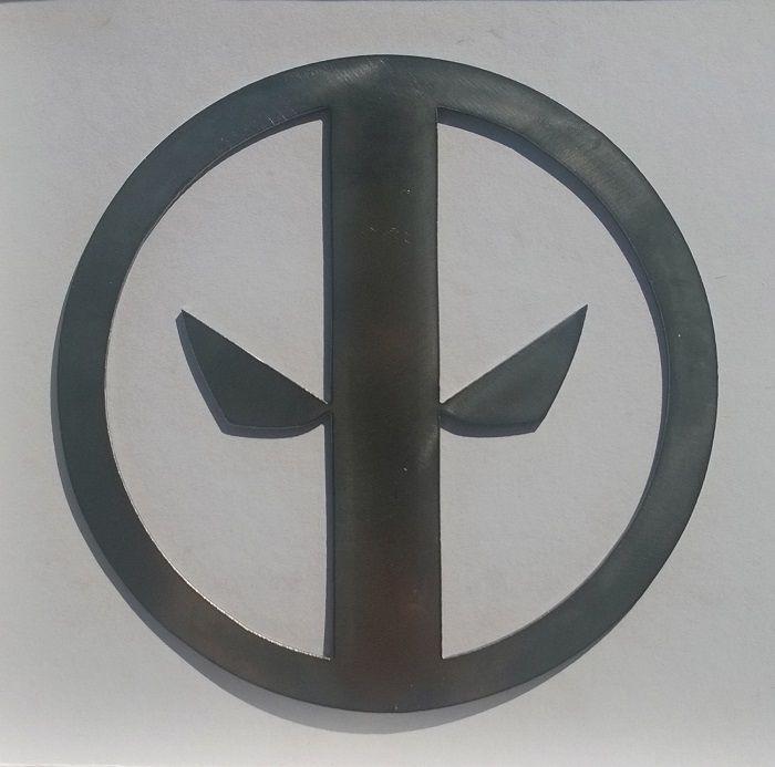 deadpool-panneau-mural-marvel-logo-metal-acier-plaque-decoration [700 x 693]