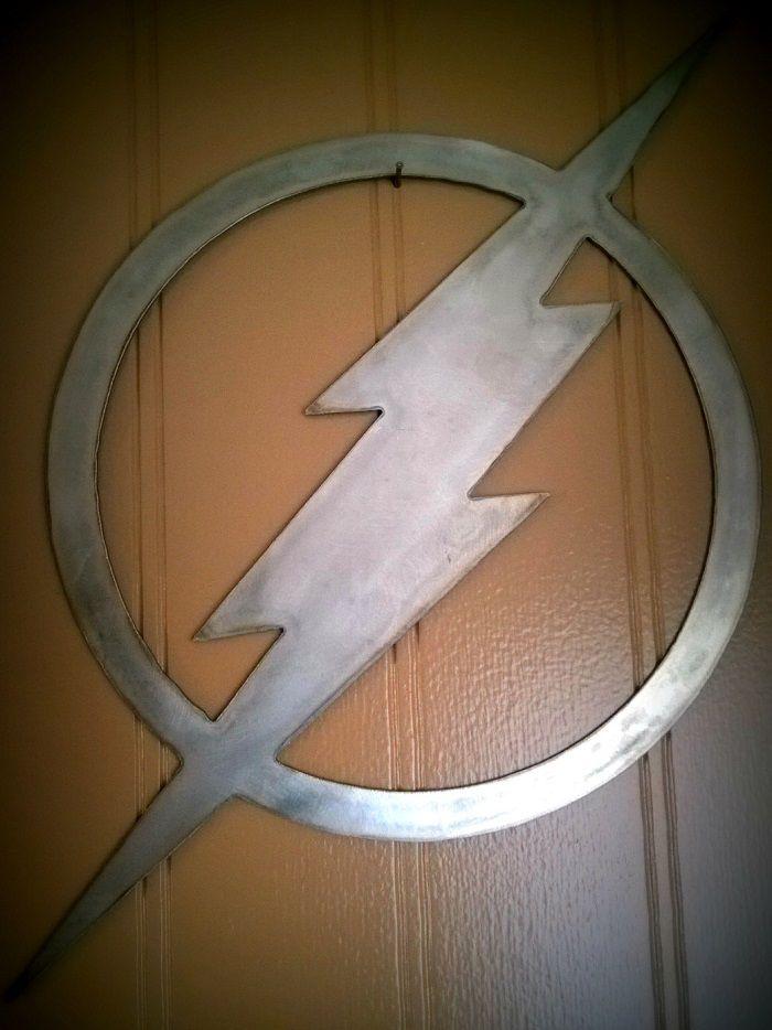 flash-dc-comics-logo-panneau-mural-metal-acier-plaque-decoration [700 x 934]