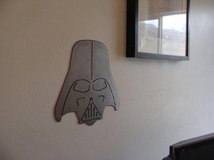 star-wars-dark-vador-panneau-mural-metal-acier-plaque-decoration-2 [700 x 525]