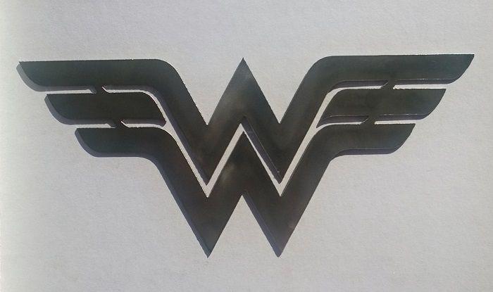wonder-woman-dc-comics-logo-panneau-mural-metal-acier-plaque-decoration [700 x 415]
