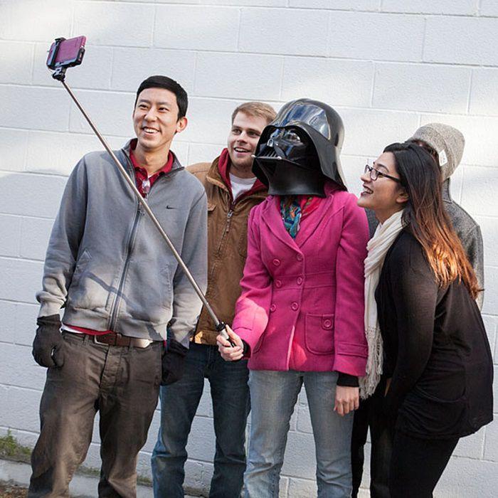 perche-selfie-star-wars-sabre-laser-dark-vador [700 x 700]