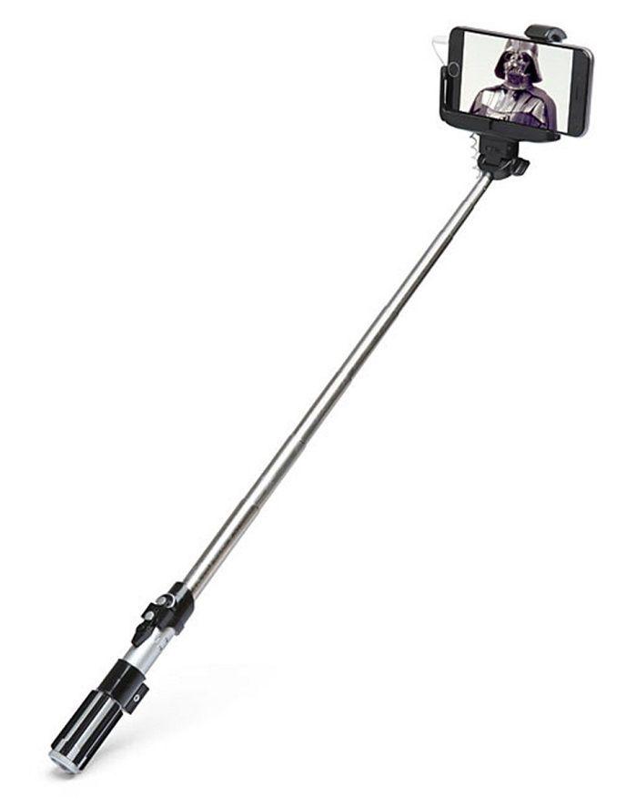 perche-selfie-star-wars-sabre-laser-dark-vador [700 x 887]
