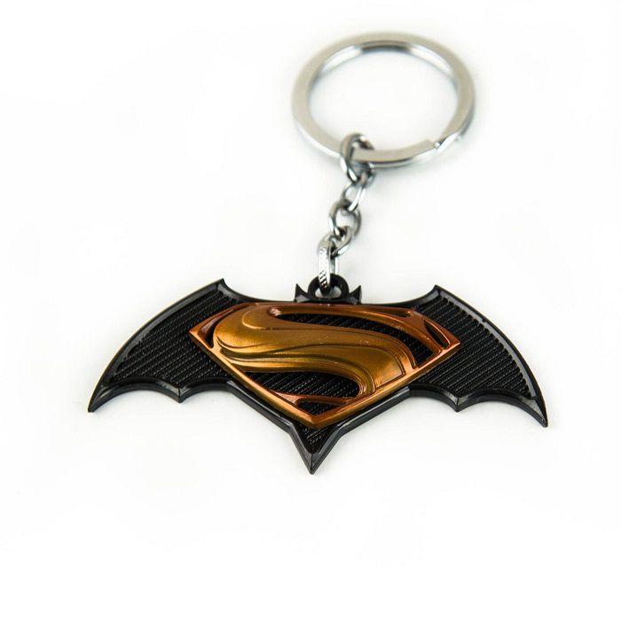 porte-cles-batman-v-superman-logo-film-dore [700 x 709]