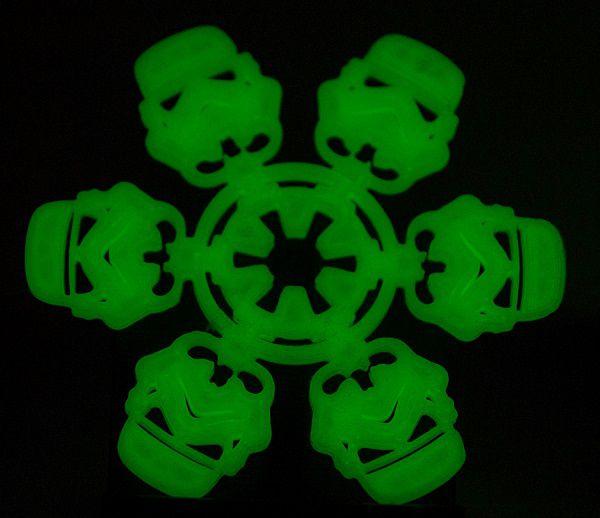 star-wars-stromtrooper-ornement-phosphorescent-decoration-noel-imprimante-3d-print [600 x 518]