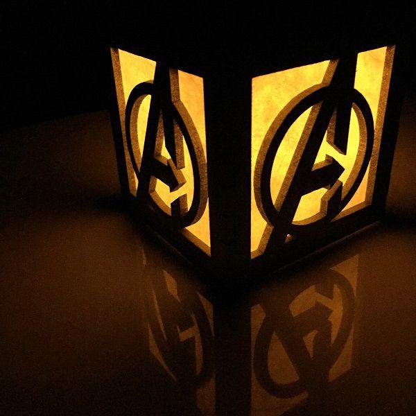 avengers-logo-boite-lumiere-light-box-marvel-decoration-2 [600 x 600]