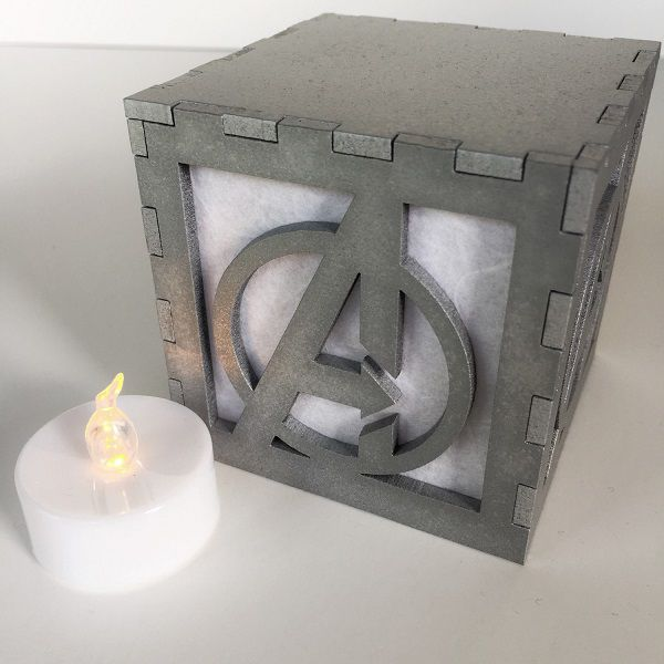 avengers-logo-boite-lumiere-light-box-marvel-decoration [600 x 600] (1)