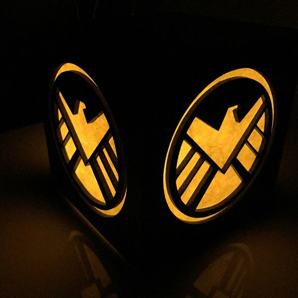 shield-logo-boite-lumiere-light-box-marvel-decoration-2 [600 x 600]