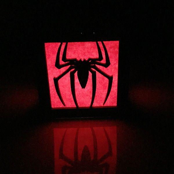 spiderman-logo-boite-lumiere-light-box-marvel-decoration-2 [600 x 600]