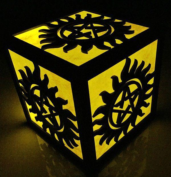 supernatural-logo-boite-lumiere-light-box-decoration [600 x 621]