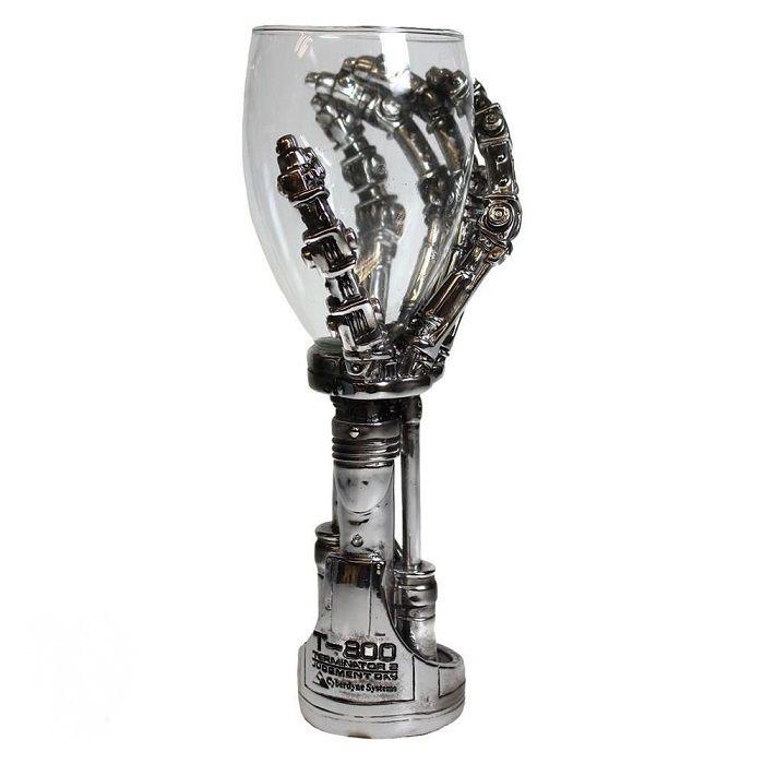 terminator-t-800-main-coupe-verre-cyborg-reproduction [700 x 700]