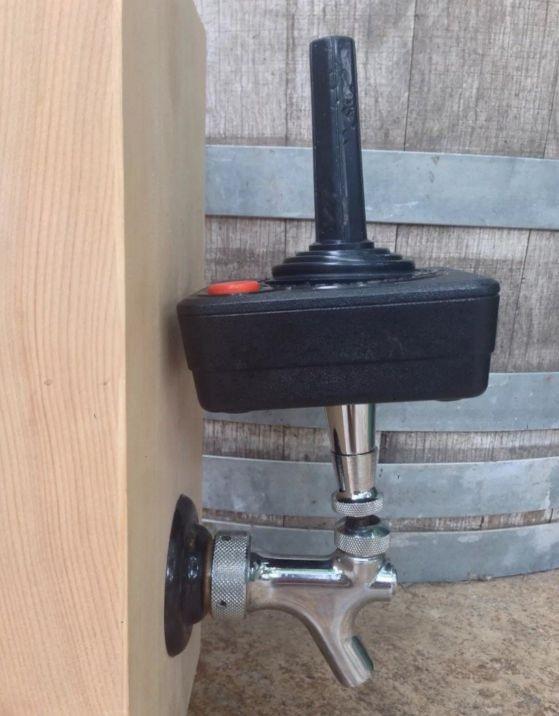 atari-2600-manette-controlleur-pompe-tireuse-levier-biere [559 x 716]