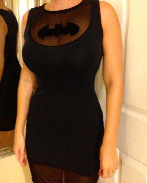 batgirl-robe-dc-comics-logo-vetement-600-x-748