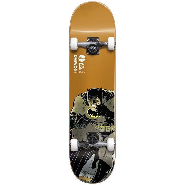 dc-comics-batman-dark-knight-skateboard-almost-planche-daewon-650-x-650