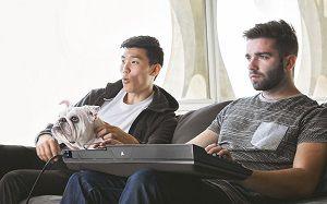 Lapboard : 3 modèles pour jouer à son PC depuis un canapé