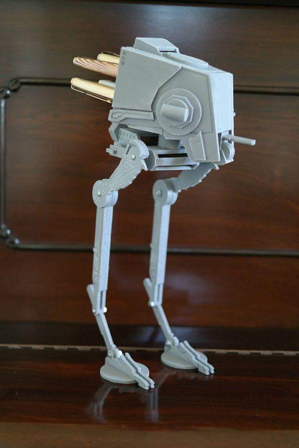 star-wars-at-st-accesoire-ranger-bureau-replique-stylo-objet-600-x-900