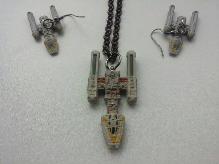 star-wars-boucles-oreilles-collier-y-wing-vaisseau-spatial-empire-700-x-525